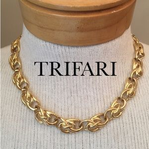 Goldtone Links Trifari Statement Necklace Choker
